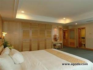 Paramount Hotel Suite Room